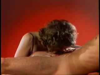 Порно ретро секс с молодой моделью в чулках и ее парнем