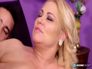 Тетя трахает племянника, пока мужа нет дома - порно для дрочки